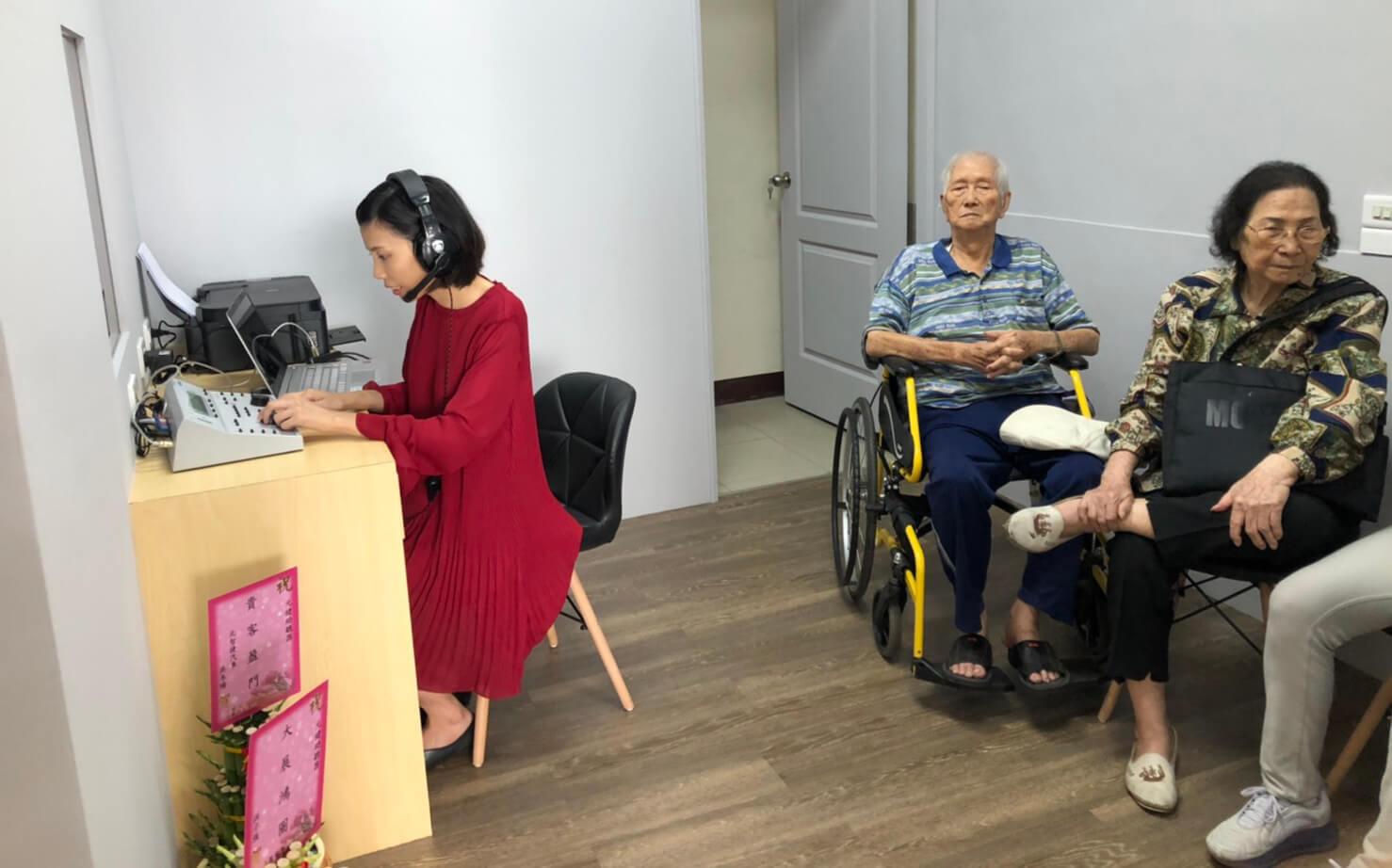 元健助聽器高雄鳳山店免費聽力檢查與助聽器適配照